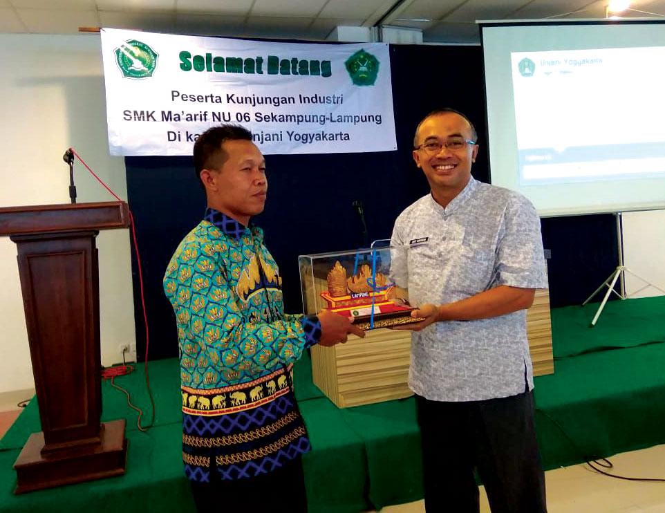 Siswa SMK Ma'arif NU 06 Sekampung Lampung Timur Kunjungi Unjani Yogyakarta