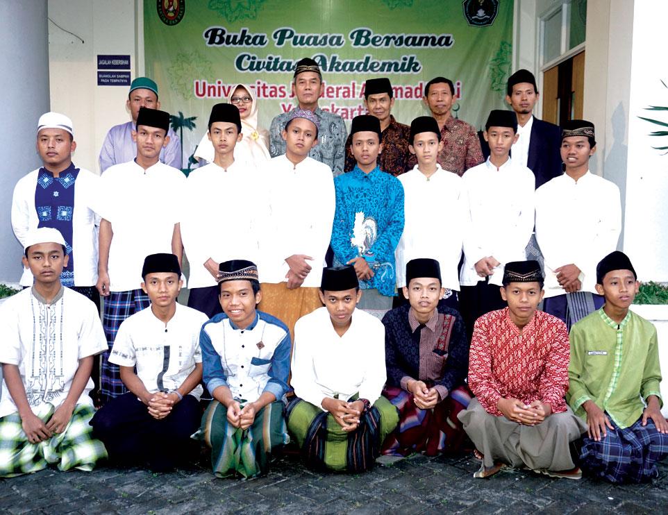 Unjani Yogyakarta Gelar Buka Bersama dan Santunan Anak Yatim