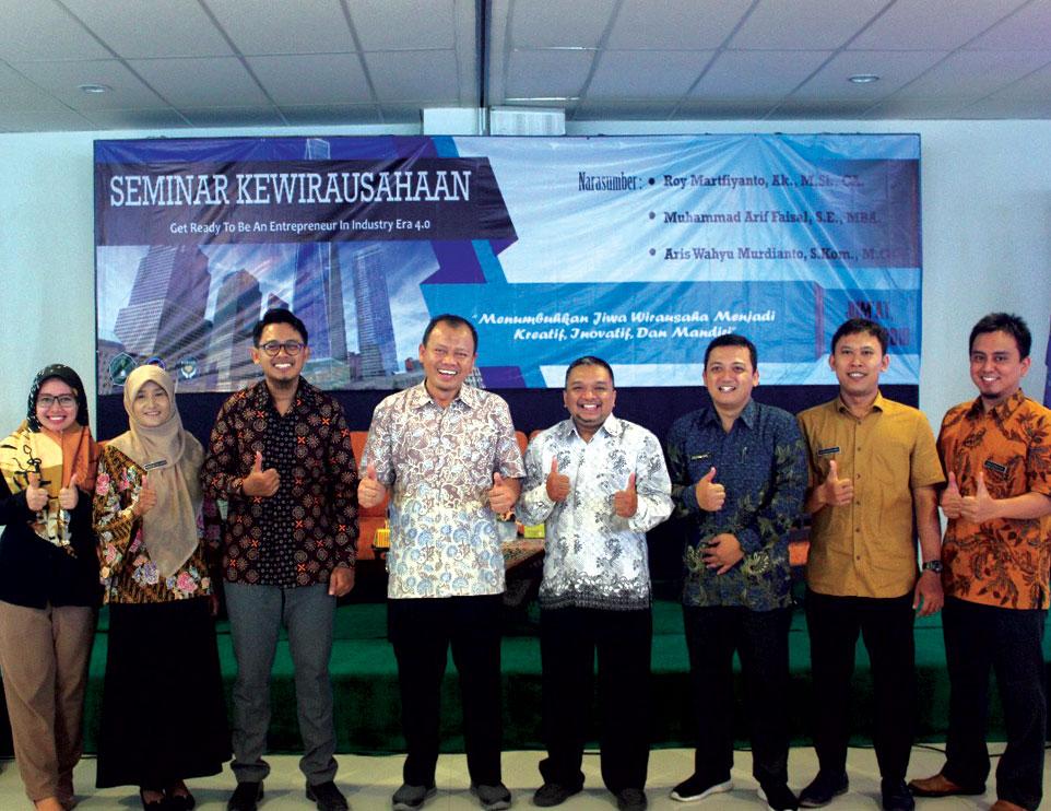 Himaks dan Himma Unjani Yogyakarta Gelar Seminar Kewirausahaan