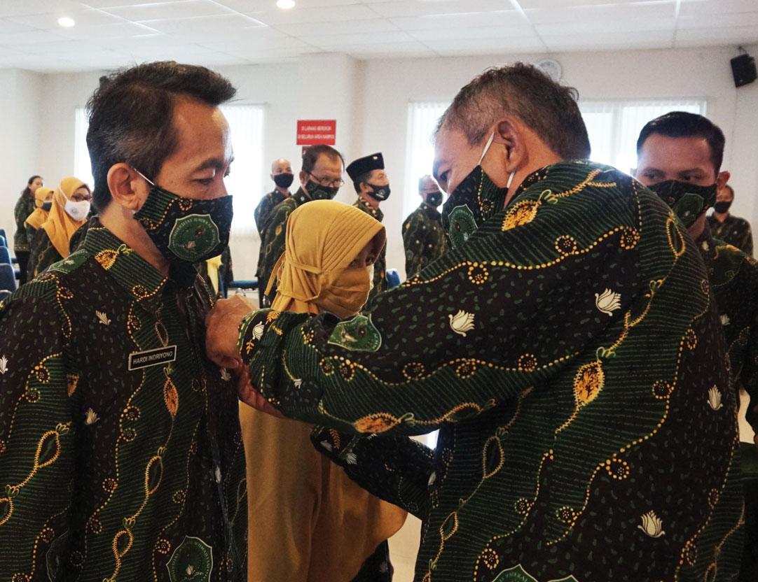 Unjani Yogyakarta Berikan Penghargaan Pengabdian Pegawai